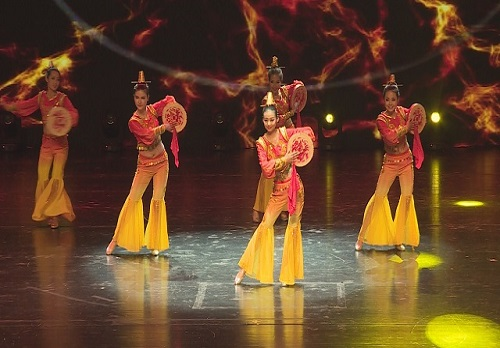 舞蹈《鼓舞中国》带我们走进他们的世界