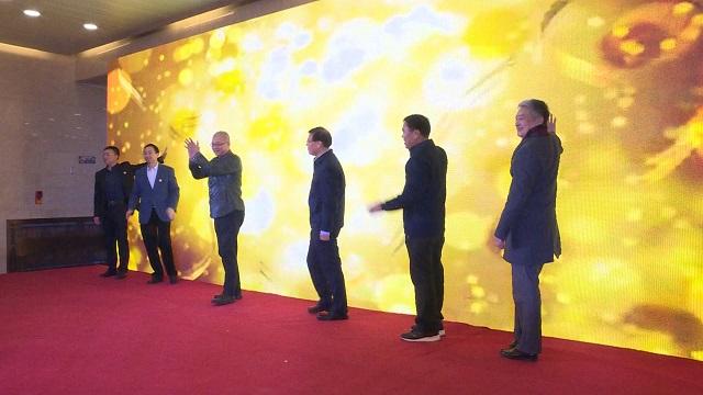 """首届""""大路西行——中国油画作品展""""在甘肃省博物馆开展"""