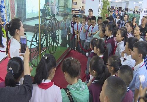 张掖路小学研学基地挂牌仪式在甘肃三木自行车博物馆举行