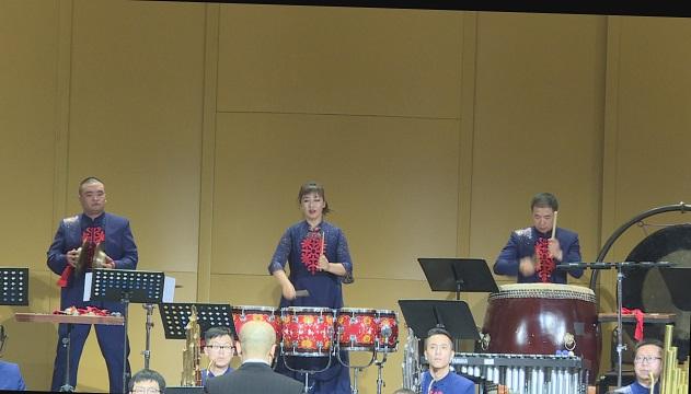 管弦乐队的演奏锣鼓声声,让你耳目一新