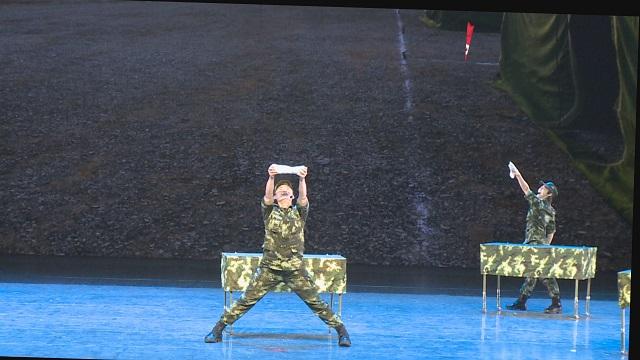"""绝活展现!舞台上""""耍面"""",真的很好看!"""