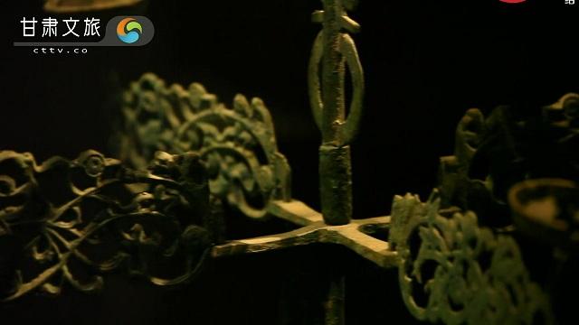 精美绝伦的青铜用具——十三盏铜连枝灯