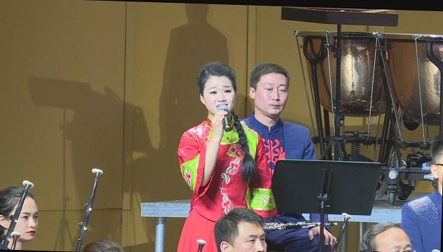 男女组合,激情演唱经典民歌