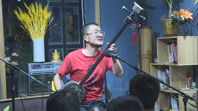 张尕怂三弦弹唱,歌声回味无穷