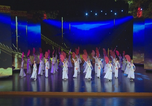 舞蹈《中国红》震撼来袭,想看就拽我