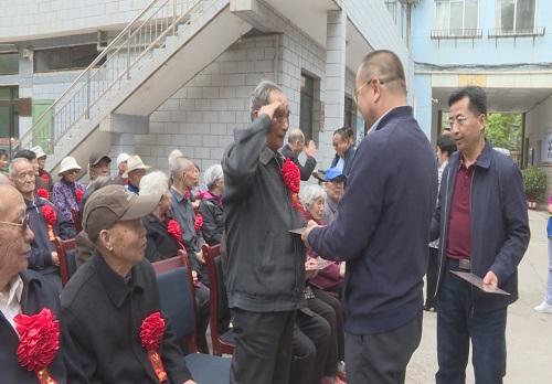 """兰州市军休五所举行退役军人""""光荣之家"""" 挂牌仪式"""
